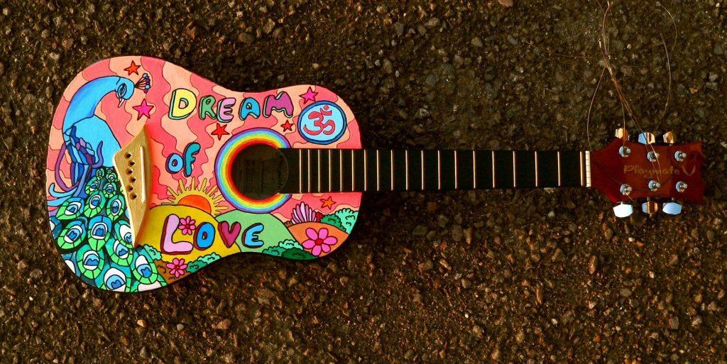 painted-guitar-1087209_1920